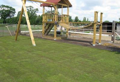Leggen van grasmatten Tijdens